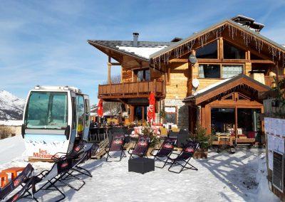 restaurant-table-marmottes-menuires-terrasse-cabine